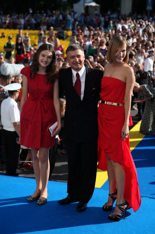 Антон ТАБАКОВ с женой и дочерью