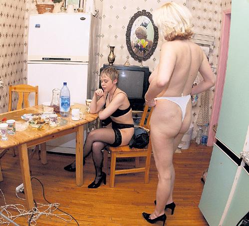 В платном сексе, как и в любой другой сфере обслуживания, могут нахамить, обсчитать и подсунуть не то, о чём мечталось. Фото Владимира ВЕЛЕНГУРИНА/«Комсомольская прадва»
