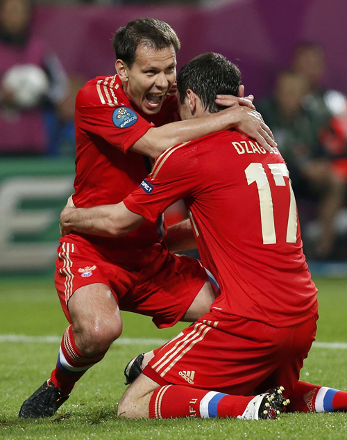 Пока наши ребята радовались победе... Фото: Reuters.