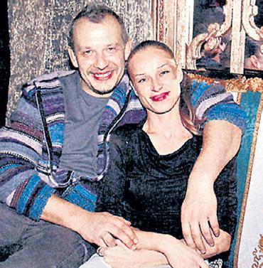 Вторая жена МАКАРОВА, актриса и танцовщица Ольга СИЛАЕНКОВА, жила в гражданском браке с актёром Дмитрием МАРЬЯНОВЫМ - этот союз разрушила фигуристка Ирина ЛОБАЧЁВА