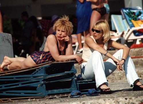 ДОГИЛЕВА и ГЛАГОЛЕВА на пляже в Сочи во время одного из Кинотавров