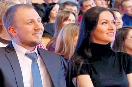 Актриса теперь выходит в свет с бизнесменом Вячеславом. Фото: radikal.ru