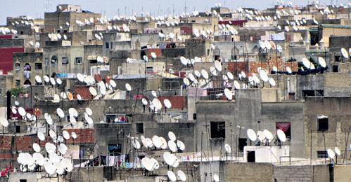 Марокканцы очень любят апельсины и спутниковое телевидение. Каждый житель страны проводит перед голубым экраном в среднем по пять часов в сутки