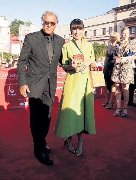 Джеральдина ЧАПЛИН приехала на фестиваль с мужем