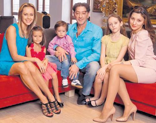 Сегодня смыслом жизни ЛЕПСА является его семья: жена Анна, дети Николь, Иван, Ева и Инга
