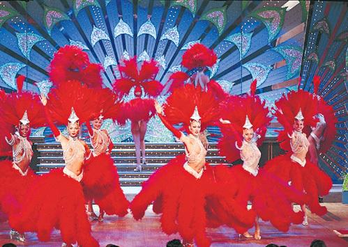 В «Мулен Руж» на голую грудь танцовщиц разрешают смотреть даже детям от шести лет