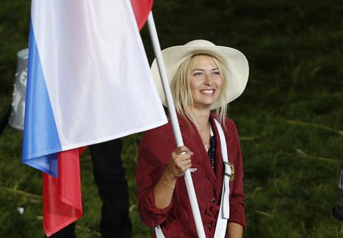 Мария ШАРАПОВА стала флагоносцем олимпийской сборной России.