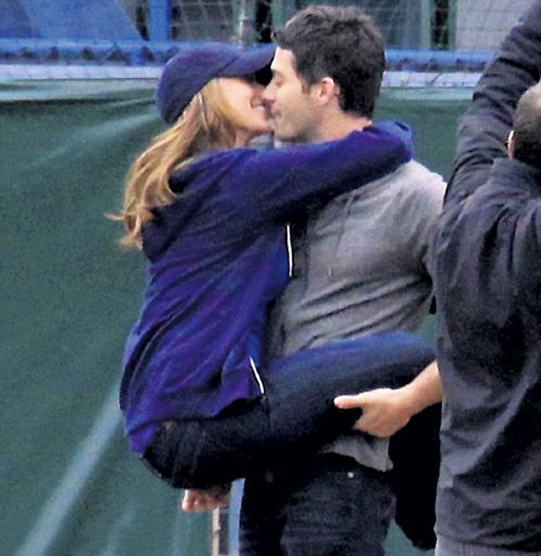 Дженнифер и Брайан находят бейсбол очень эротичным видом спорта