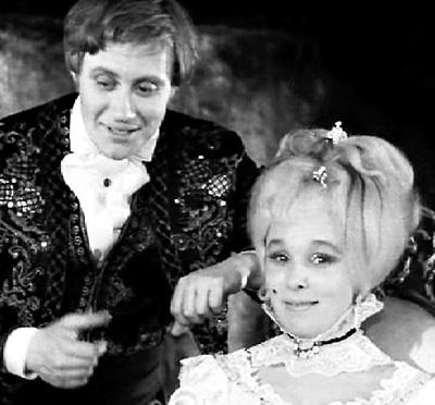 Такой графиней Альмавивой был совершенно очарован её партнёр по спектаклю «Безумный день, или Женитьба Фигаро» (1968 г.)