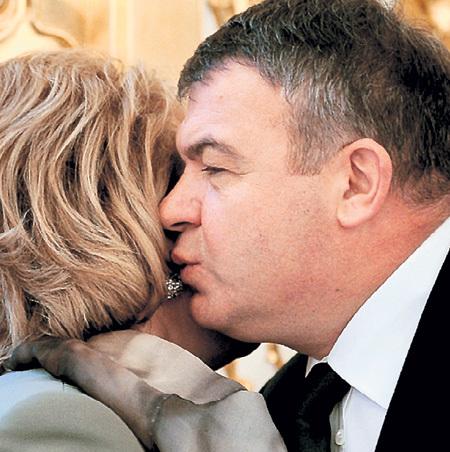 Анатолий СЕРДЮКОВ доверял только женщинам...