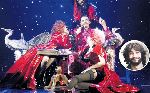 На сцене и в жизни Дмитрия окружают самые обворожительные дамы. Фото Геннадия УСОЕВА