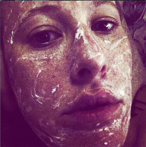 Ксении не стесняется выкладывать свои уродливые снимки в Интернет (фото со странички телеведущей в Instagram)