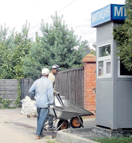 Устанавливая будку для охраны с надписью «Милиция», УРГАНТ не подозревал, что за время стройки в органах МВД произойдут перемены