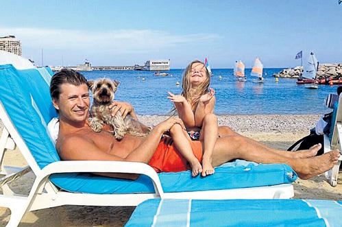 Алексей ЯГУДИН пока нежится под испанским солнышком с дочкой Лизой, но уже совсем скоро встанет на коньки