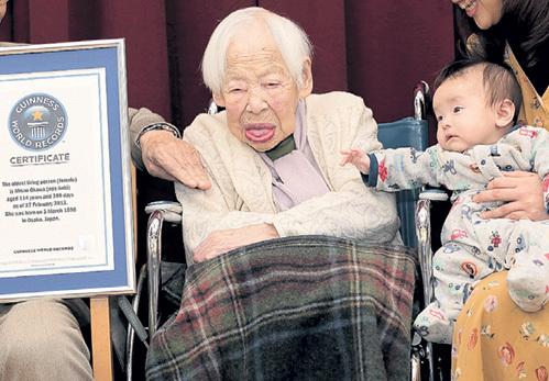 ...но заметно бодрее японки, официально признанной самой старой в мире женщиной