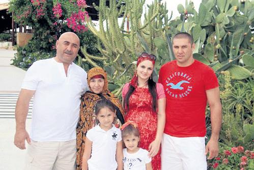 Родители и жена Магомеда мечтают перевезти сына в Россию