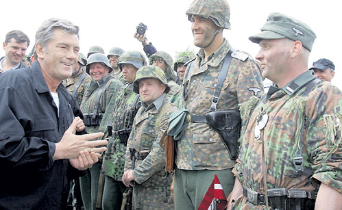 При преступном попустительстве российской дипломатии официальная власть на Украине все последние годы, начиная с президентства Виктора ЮЩЕНКО, воспевала подвиги фашистов, так стоит ли удивляться их приходу к власти