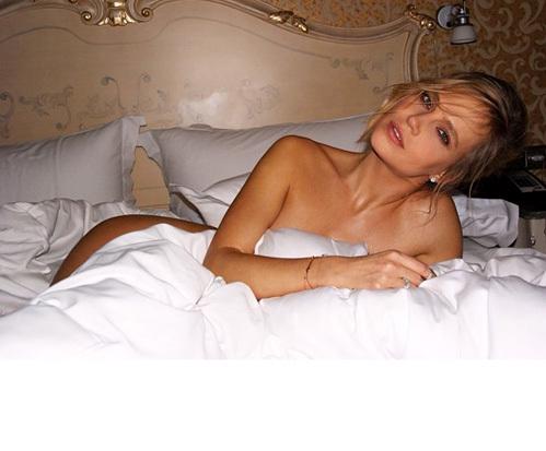 Вслед за свадебной фотографией Наталья в тот же день выложила ещё один снимок – гораздо пикантнее предыдущего