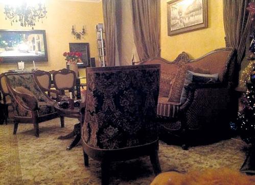 Мебель для гостиной выбрана в классическом стиле