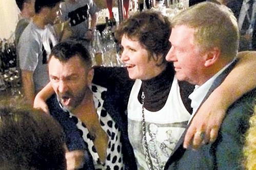 Шнур (Сергей ШНУРОВ), Дуня СМИРНОВА и Анатолий ЧУБАЙС: веселится и ликует весь народ