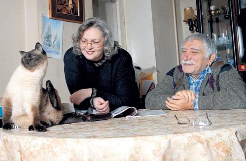 Когда супруга Татьяна увезла их кота Фила в Штаты, ДЖИГАРХАНЯН ужасно тосковал по своему любимцу. Фото Виктора ГОРЯЧЕВА