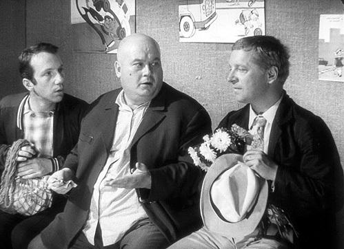 Сценарий короткометражки «Светофор» был написан под известную троицу - Труса, Балбеса и Бывалого. Но Георгий ВИЦИН в последний момент отказался - вместо него снялся Юрий БЕЛОВ, а Юрия НИКУЛИНА заменил Савелий КРАМАРОВ