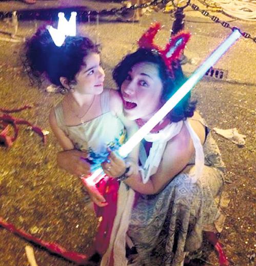 Дочки Ксюша и Саша - главная радость звезд. Фото: Facebook.com