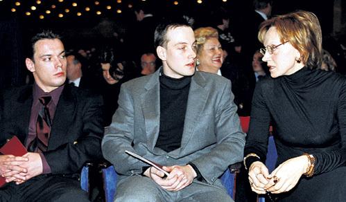 Ирине КУПЧЕНКО пришлось хоронить младшего сына Сергея (первый слева), когда тому исполнилось только 37 лет