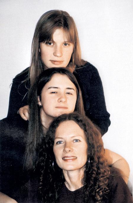 Актриса с дочками Дашей и Сашей