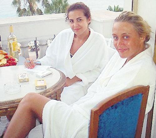 Настя с близкой подругой Яной (Ева БУШМИНА из «ВИА Гры»). Фото: Liveinternet.ru