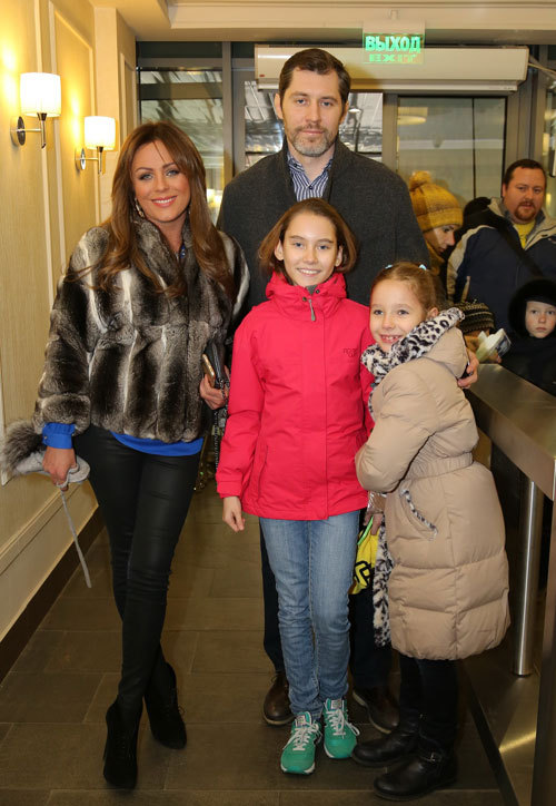 Юлия НАЧАЛОВА и Александр ФРОЛОВ с дочками