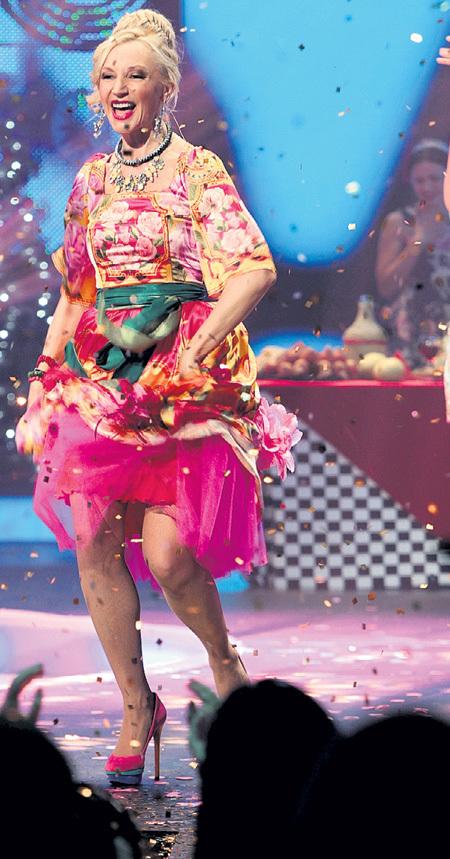 Сожжённый подол платья не помешал Кристине зажечь на сцене