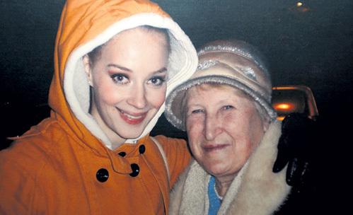 Бабушка гордилась Светой, но расстраивалась, что видятся они редко
