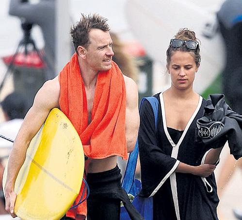 В Австралии Майкл ФАССБЕНДЕР не расстаётся с Алишией ВИКАНДЕР ни на суше, ни на море