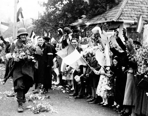Голландцы приветствуют немецких оккупантов