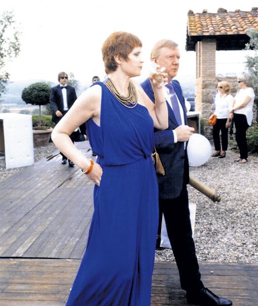 Супруги ЧУБАЙС и СМИРНОВА подарили молодожёнам антикварную подзорную трубу