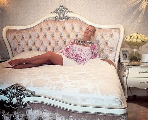 Эта кровать могла бы многое рассказать, но стесняется