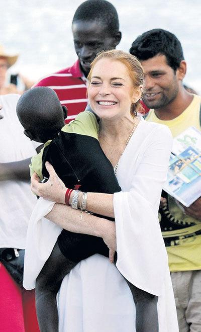 Продать малыша актрисе мигрантам не удалось. Наверное, как и очки, он тоже оказался контрафактным
