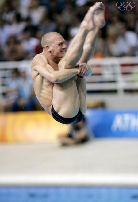 Выступая в 37 лет, Дмитрий стал самым возрастным из действующих прыгунов в воду