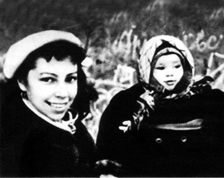 Первая жена актёра Ирина РОТОВА с их дочкой Надей