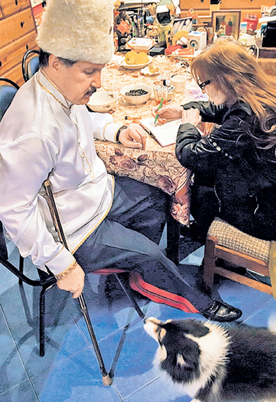 «Казачий генерал» Валерий КАМШИЛОВ, ДЖУНА и та самая собачка Вики, которая едва не умерла от яда, предназначенного для её хозяйки. Фото из архива Валерия КАМШИЛОВА