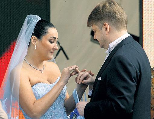 Свадьба певицы и бизнесмена... Фото Анатолия ЖДАНОВА/«Комсомольская правда»