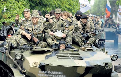 Донецких ополченцев большинство людей воспринимает как новых народных героев. Но для наших либералов они - «бандиты» и «террористы». Фото: РИА «Новости»