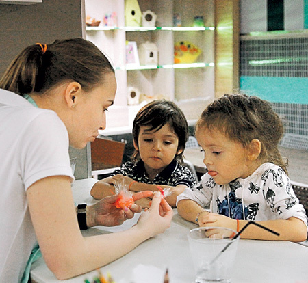 Дети КИРКОРОВА - Алла-Виктория и Мартин - участвовали во всех забавах