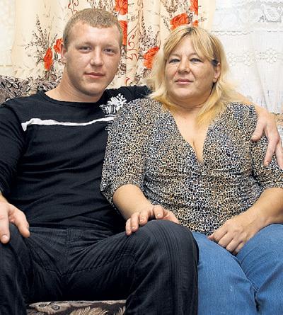 Антон... На фото - с мамой Надеждой Владимировной