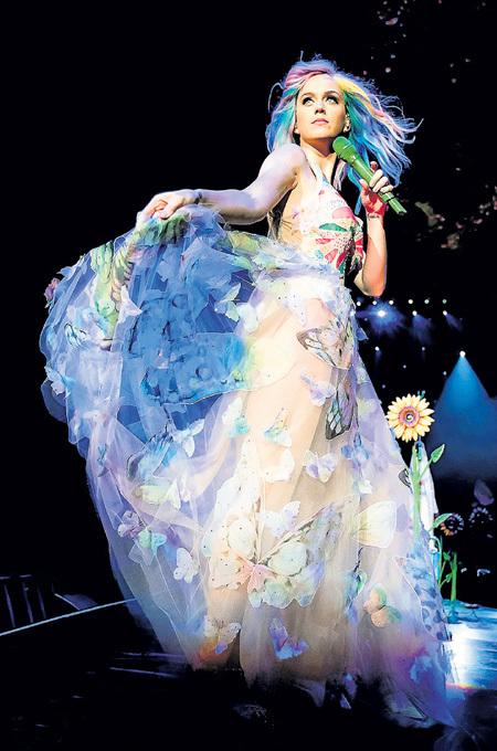 126 концертов тура «Prismatic World Tour» сделало Кэти ПЕРРИ лидером по доходам в 2015 году
