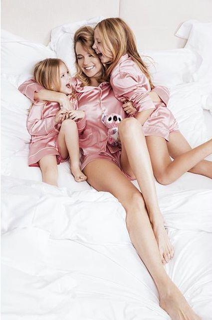Наталья ЧИСТЯКОВА-ИОНОВА  с дочерьми (фото Instagram.com)
