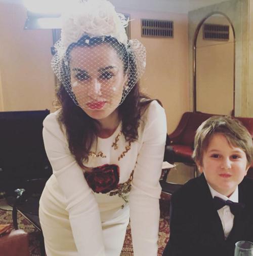 В минувшие выходные Тина опубликовала свой снимок в светлом платье, похожем на свадебное.  Фото: Istagram