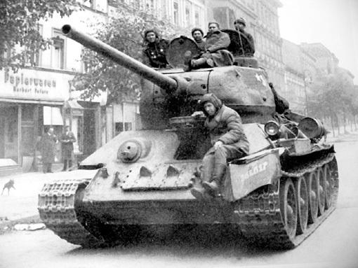Танк Т-34 в Берлине в мае 1945 года