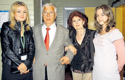 С женой Светланой и внучками Анной-Марией и Моникой